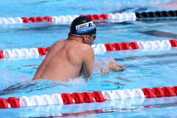 未来の日本競泳界を担うかもしれない少年がプールで泳ぎながら叫んだ言葉