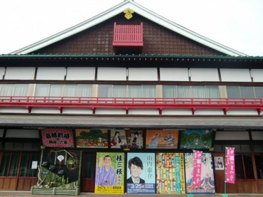 飯塚・嘉穂劇場を見学し、芸を愛する人々の心と災害復興の思いに触れる