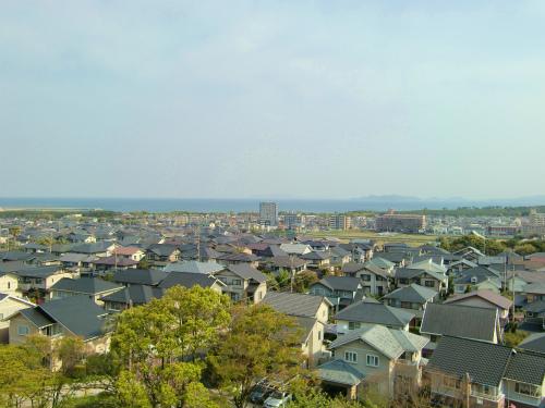 昔の跡地と海の上、2つの北九州空港を歩きまわってきた