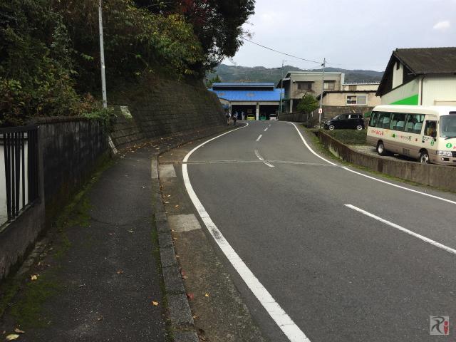 採銅所駅前の坂道