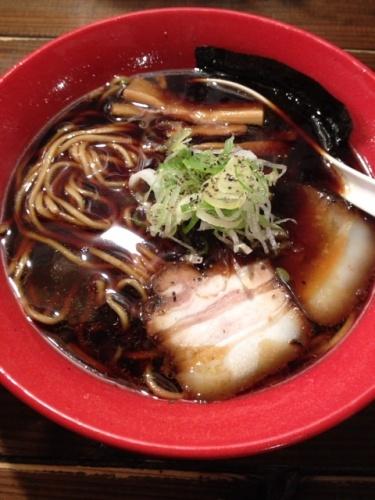 濃厚なしょうゆスープの富山ブラック「麺家いろは」@ラースタ