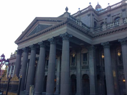 立派な建物