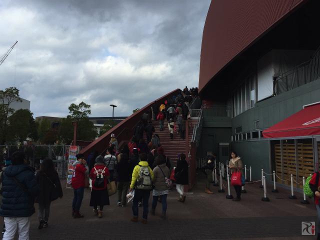 マツダスタジアム左側の階段