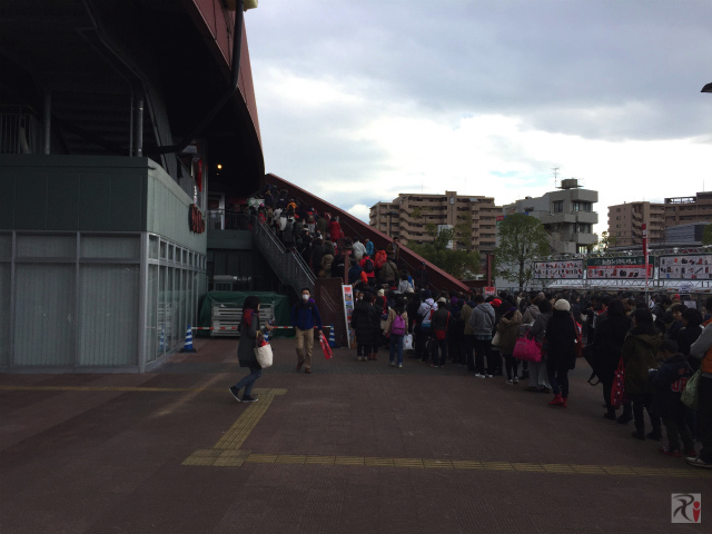 マツダスタジアム右側の階段