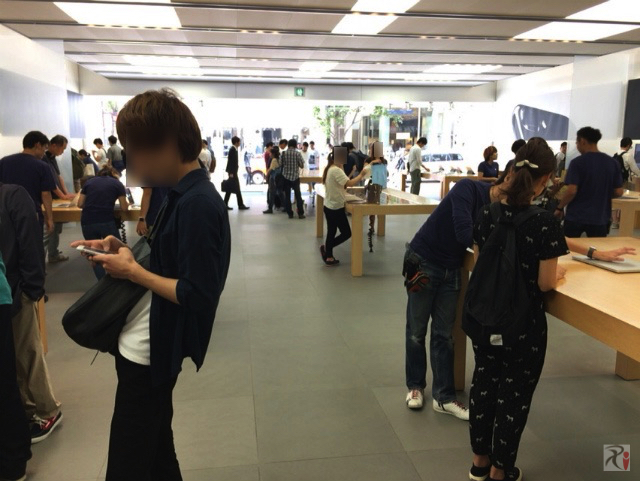 Apple福岡天神店内