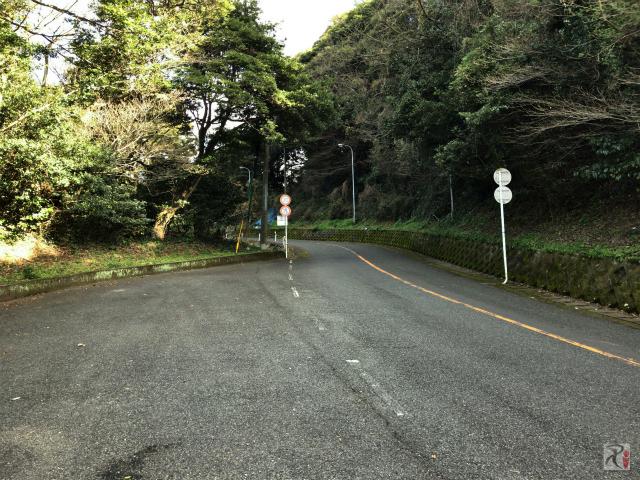 火の山への連絡道