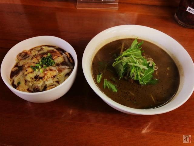 担々麺とハーフ麻婆丼セット