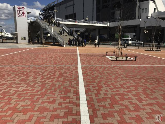 スタジアム前の広場