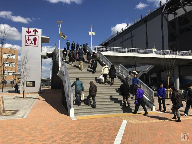 スタジアム前の歩道橋