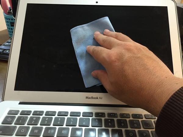 年末だからMacを掃除しよう、って事で液晶画面クリーナーを購入