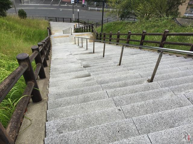 水巻町図書館の階段