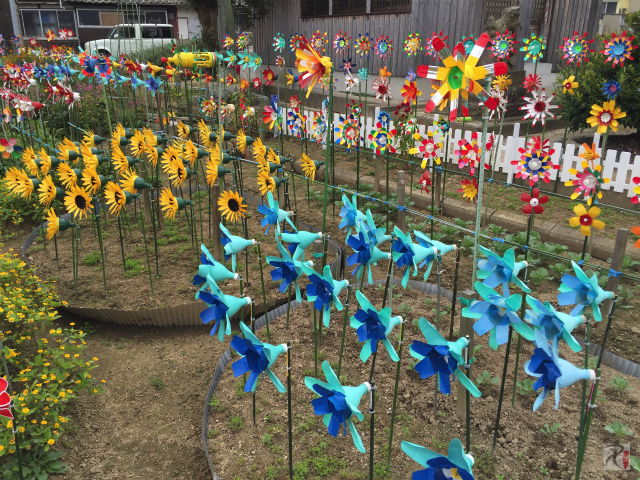 ペットボトルで作られた花の風車