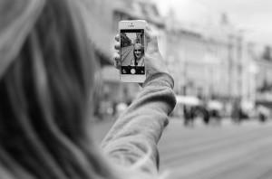 iPhoneで写真を削除しても空き容量が増えない場合の解決策とフォトライブラリの謎
