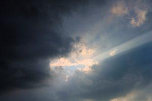 台風一過、星が煌めく涼しい夜の路上に落ちていた誰かの大切なモノ
