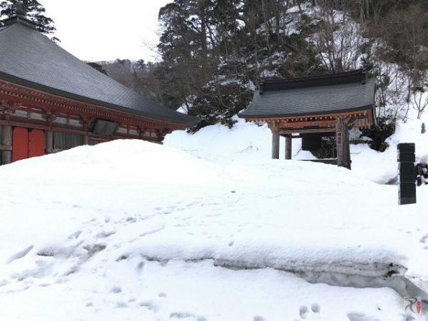 誰もいない雪深き大山寺を長男と散策、鐘をついたら天から啓示が降りてきた