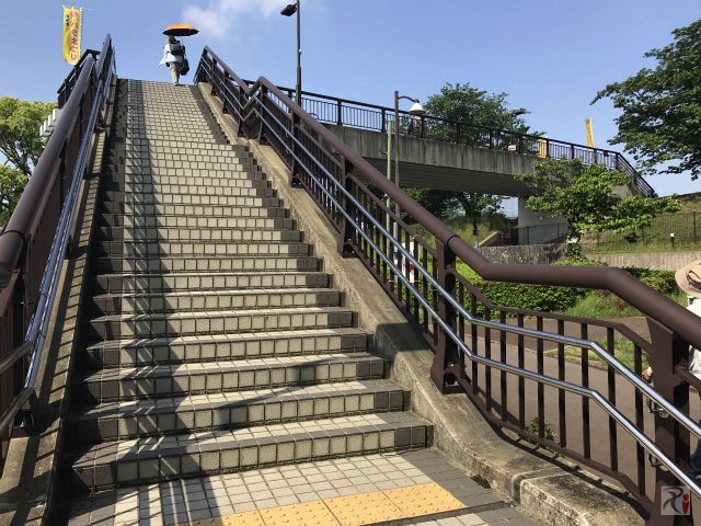 駕与丁公園の歩道橋