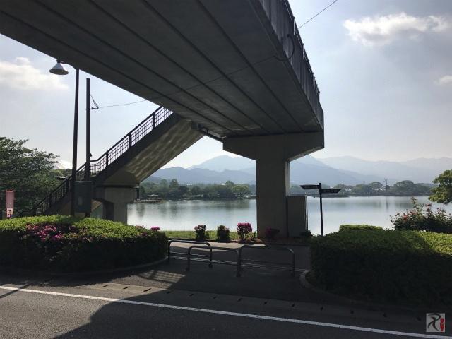 駕与丁公園の歩道橋下
