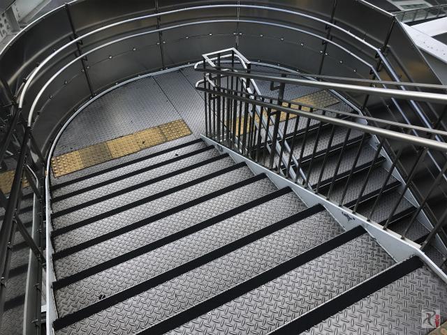 オアシス21の階段