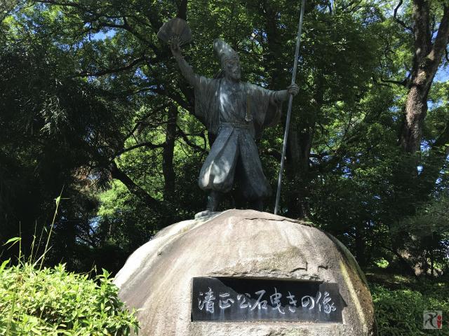 清正公石曳きの像