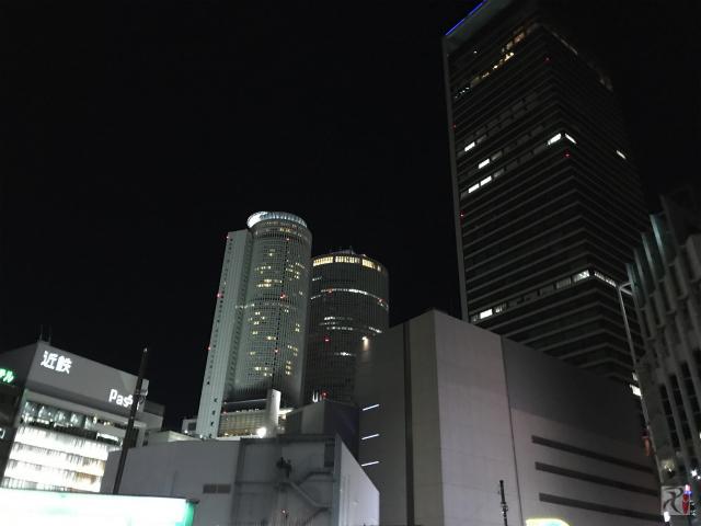 夜の名古屋駅前
