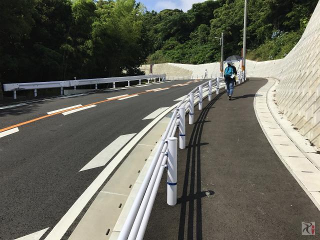 高塔山の歩道