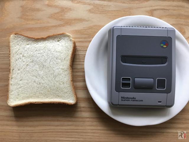 ミニスーファミと食パン