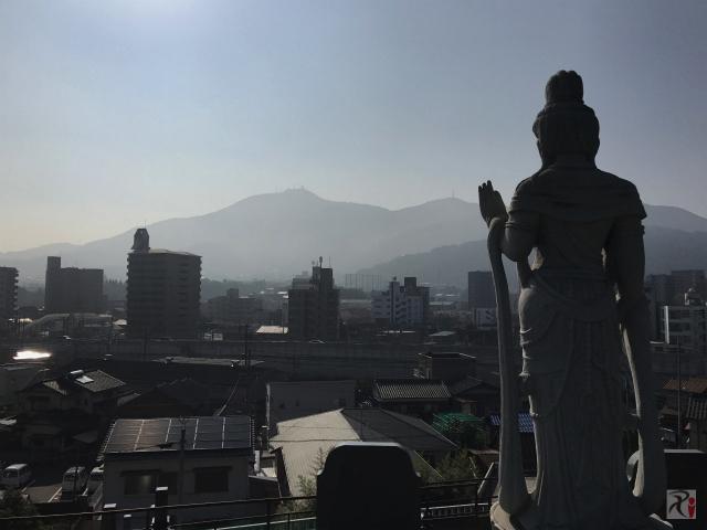 菩薩像と皿倉山