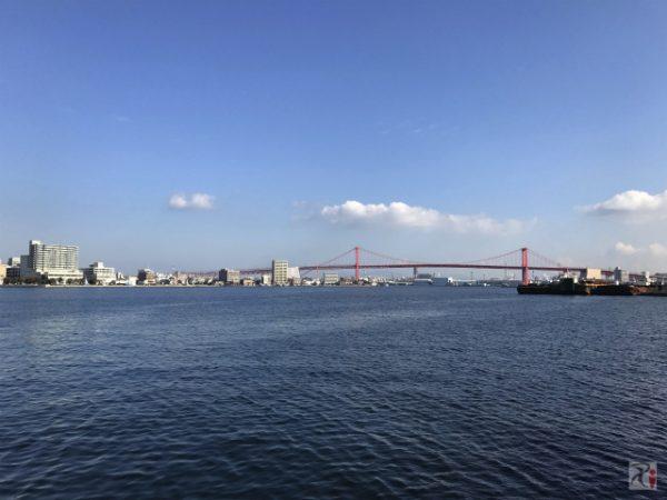 秋晴れの中、洞海湾の風に吹かれて若戸大橋を眺める【Walk戸畑】