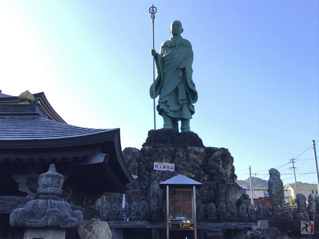 遍照院の修行大師像