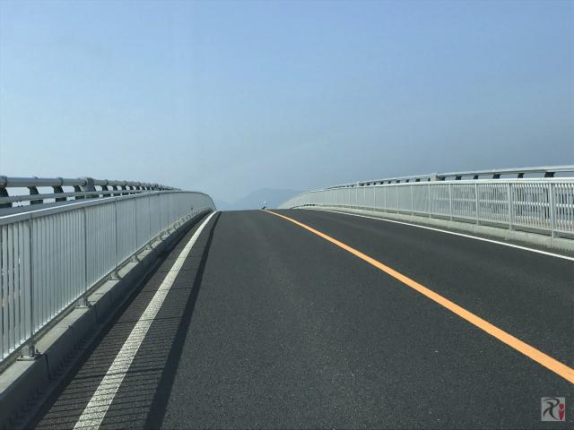 江島大橋の頂上部