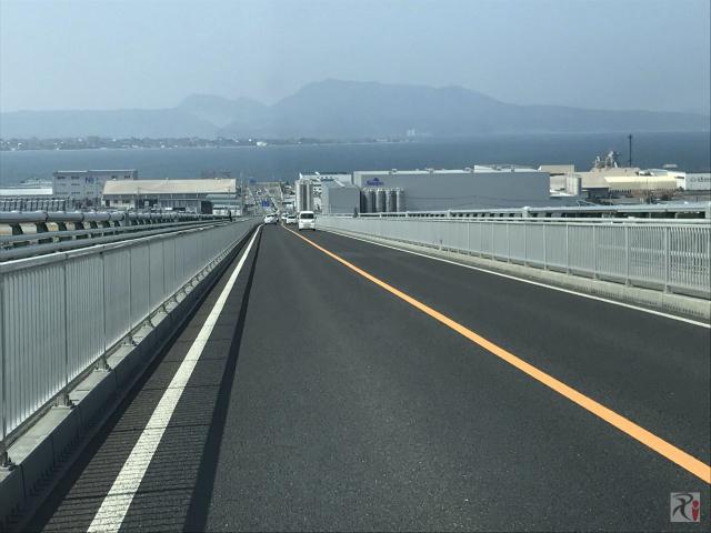 江島大橋下り坂