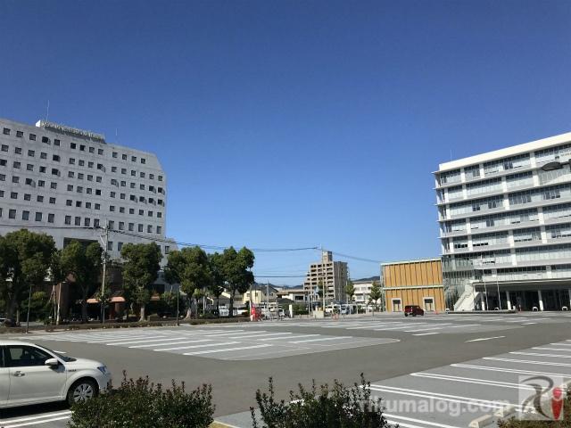 のがみプレジデントホテルと飯塚市役所