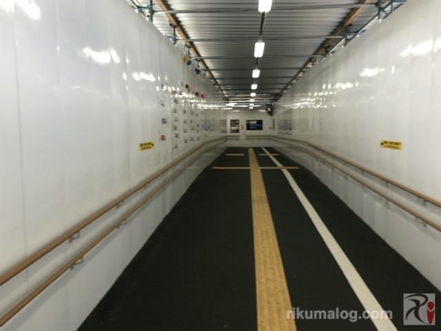 工事中の折尾駅通路