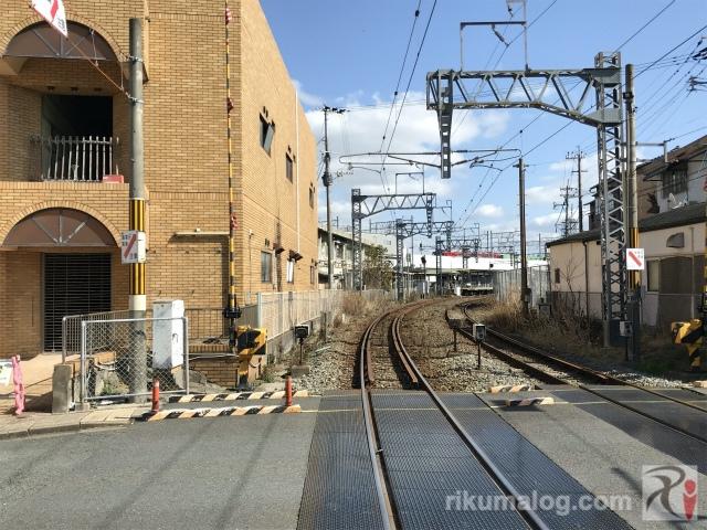折尾駅東口の踏切