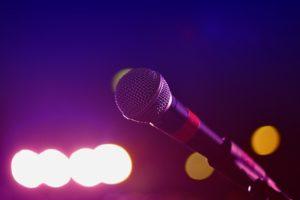 終わるはずのない愛が途絶えた、と彼は最後に歌った
