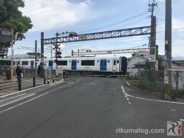 筑前垣生駅横の踏切